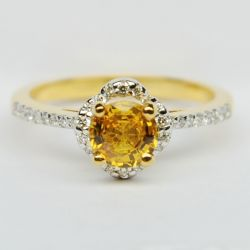 แหวนพลอยบุษราคัม ขนาด 0.94 กะรัต ฝังเพชรรวม 0.20 กะรัต 34 เม็ด